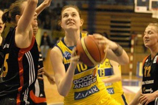 Využili domáce prostredie. V treťom stretnutí vyhrali Košičanky nad Ružomberkom o 14 bodov.