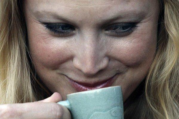 Priveľa kofeínu z kávy a energetických nápojov vám určite nedovolí pokojne zaspať.