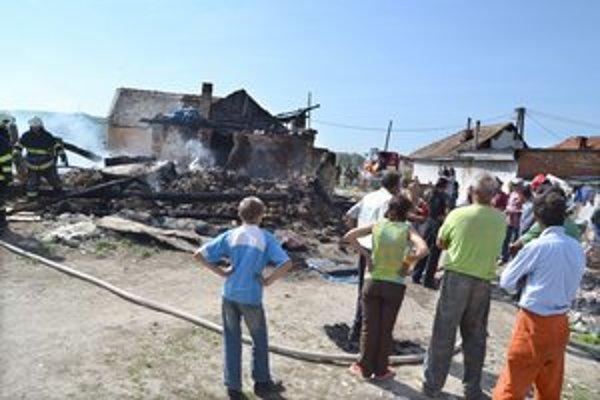 Zásah. Po požiari zostali na mieste už len ruiny.