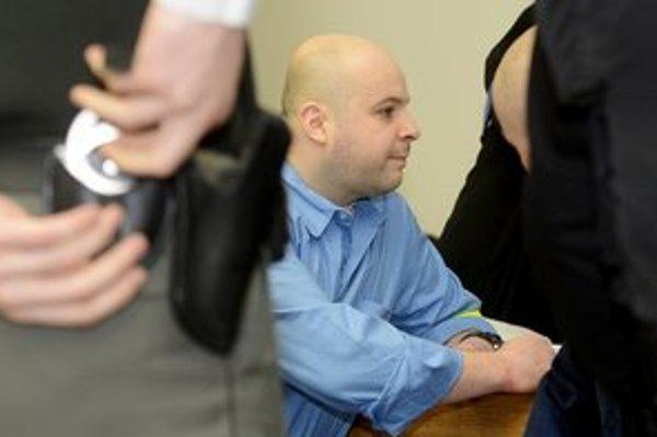B. Adamčo dostal doživotný trest.