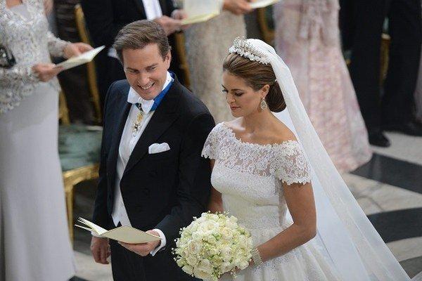 """Švédska princezná Madeleine a americký bankár Chris O'Neill si povedali svoje """"Áno"""" počas svadobného obradu v kráľovskej kaplnke v Štokholme v sobotu 8. júna 2013."""