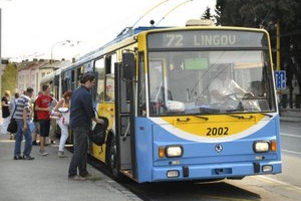 Majú priemerne už 16 rokov. Namiesto eurofondov na nové ich chcú nahradiť autobusmi.