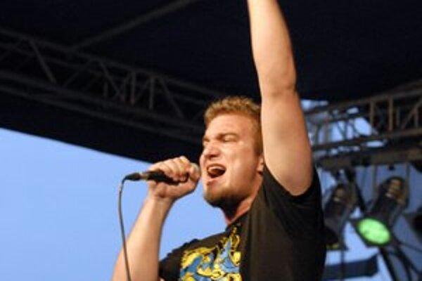 Lukáš Adamec so svojou kapelou Siempre pokrstí druhý album.