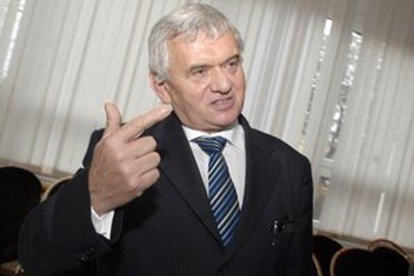 Ľubomír Jahnátek. Minister presedlal už len na výrobky slovenských poľnohospodárov.