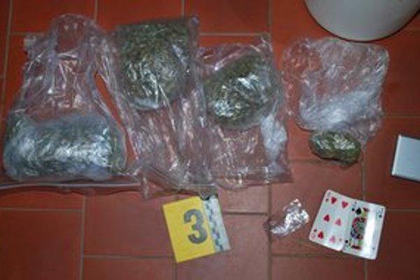Zadržané drogy by sa dali predať za vyše 3100 eur.