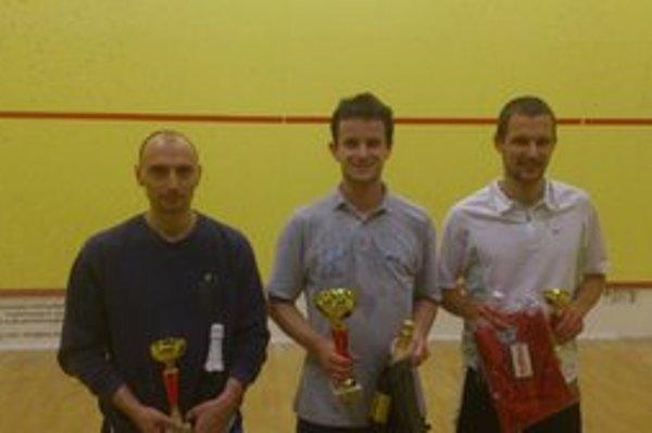Turnaj B-kategórie. Zľava Anton Pacek (SquashPark Martin), Milan Laporčák (Baldi squash klub Košice), Pavol Belluš (Squash Liptov).