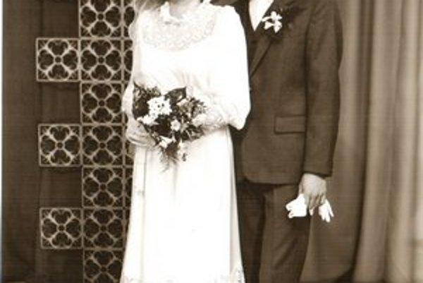 Svadobná fotografia je spred 29 rokov.