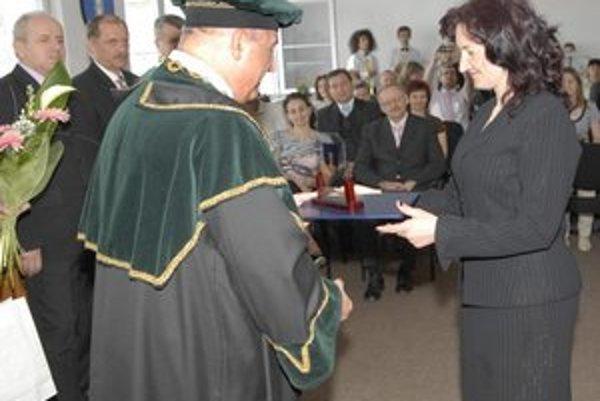 Martina Hatoková. Získala ocenenie za prácu s mládežou.