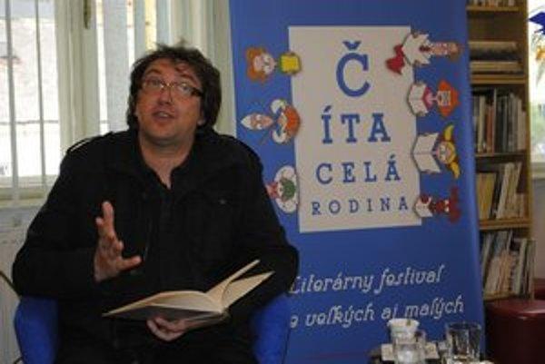 Tibor Hujdič je známym slovenským propagátorom detskej literatúry. V pondelok podvečer v knižnici pobavil deti i dospelých.