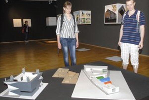 Architektúra. Na výstave nájdete vily, kostoly, no i odvážny projekt výmenníka.