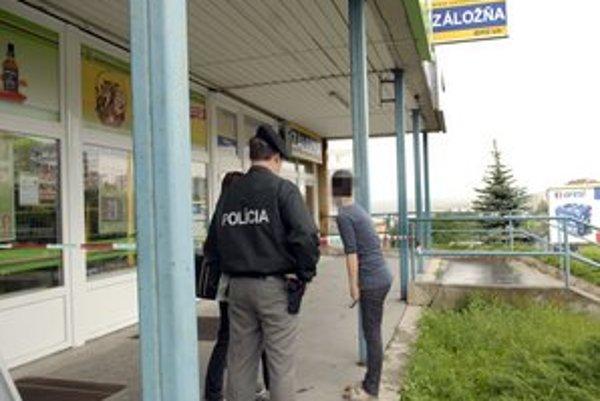 Tesne po prepade. Polícia začala vyšetrovať, majitelia urobia inventúru.