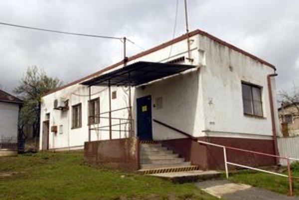 V tejto budove sídlila pošta, ktorú Júlia prepadla.