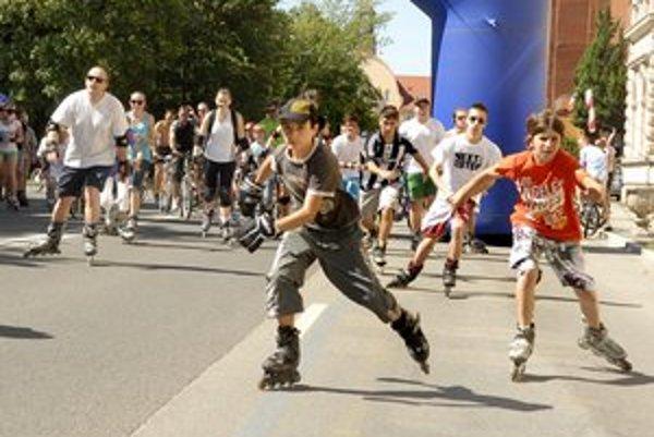 Každú nedeľu raj korčuliarov. Moyzeska má 1,1 kilometra.
