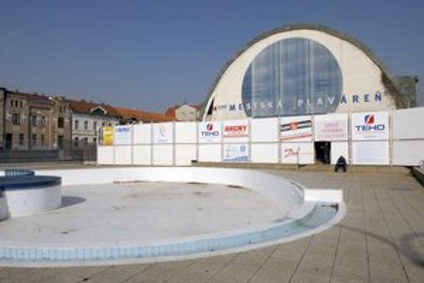 Mestská plaváreň. Zo susednej, rokmi nevyužívanej krytej plavárne, má byť Kunsthalle. Tu sa nachádzajú mechanizmy pre kúpalisko.