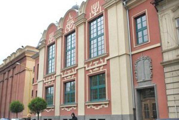 Tajovského 15. Sídlo nového pracoviska súkromnej školy.