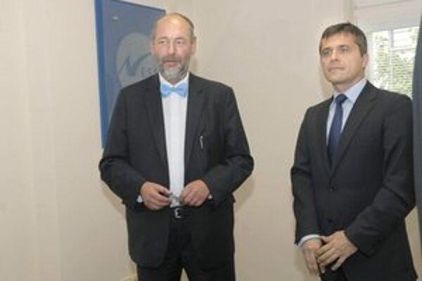 Minister so šéfom Ness KDC M. Antalom. Tomáš Malatinský mal v Košiciach svoj tradičný motýlik, priznal sa nám, že ich v skrini má celkovo až 20.