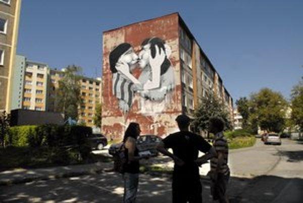 Ulica Ľudová. Láska v podaní umelcov grafity.
