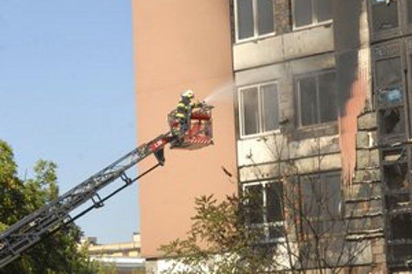 Horela budova bývalej geriatrie.