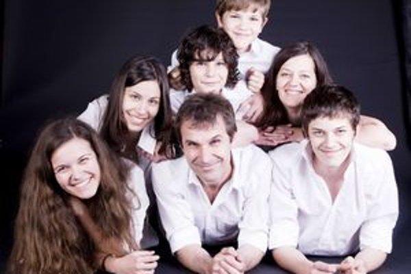 S rodinkou. Ján Dečo si pochvaľuje svoje deti aj mlado vyzerajúcu manželku.