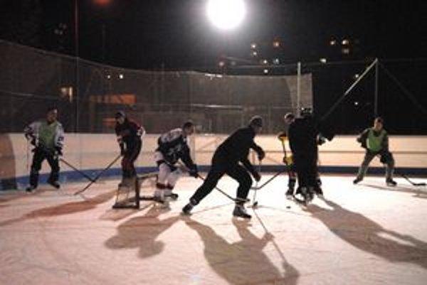 Najväčší nápor zažíva ľadová plocha vo večerných hodinách.