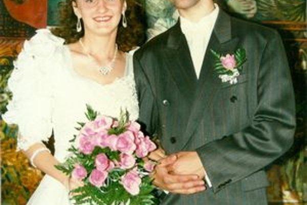 Manželia Gajovci vo svadobný deň.