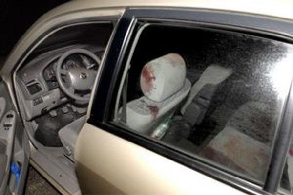 V aute i mimo neho bolo veľa krvi.