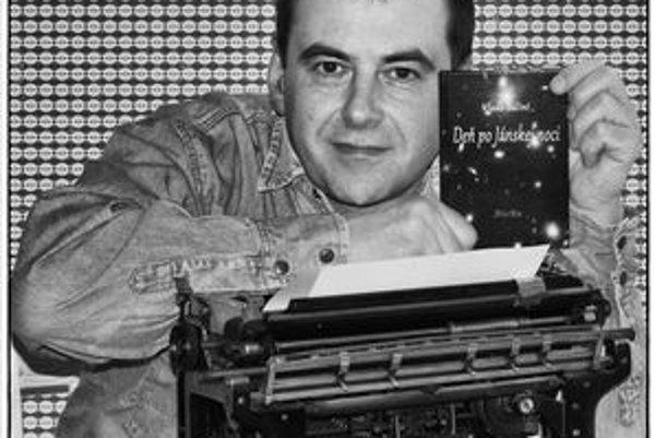 Vladimír Bálint. Tentoraz sa prezentuje poéziou.