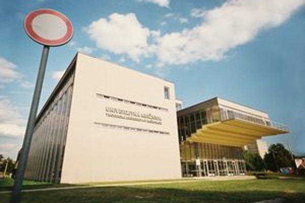 Knižnica Technickej univerzity.
