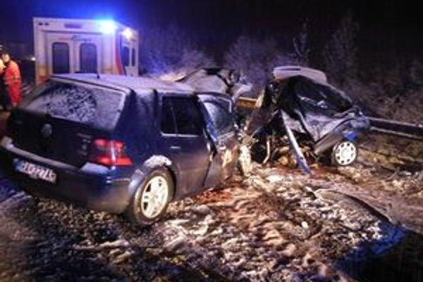 Pri Turni. Auto dostalo šmyk na ľade, na mieste v ňom skonali traja muži. Z Košíc, Zalužíc a Kysaku.
