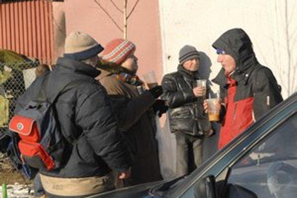 Bezdomovcov trápia silné mrazy.