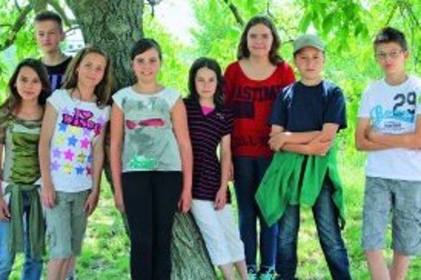 Zľava: Laura (12), Ondrej (12), Lenka (12), Victoria (11), Majka (11), Pavla (13), Peter (11), Jakub (12)