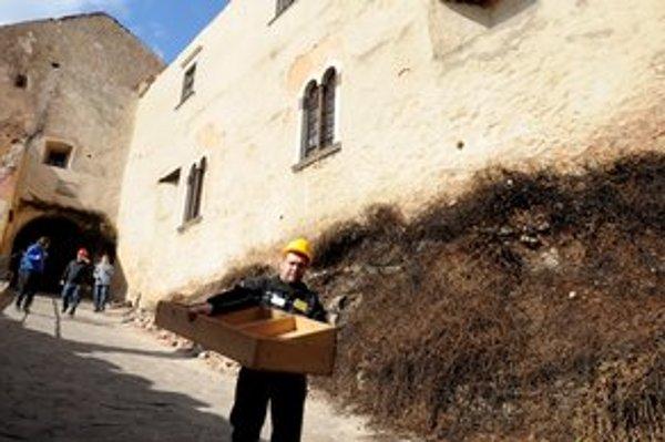 Exponáty dočasne opustili hrad, sú uložené v múzeách.