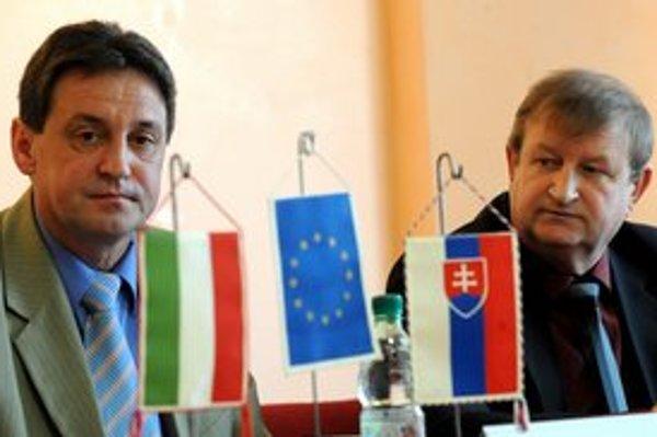 Sprava starosta obce Kechnec Jozef Konkoly a starosta obce Abaújvár Pál Csuha.