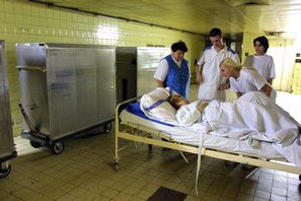 Zdravotné sestry. Od apríla im porastú platy.