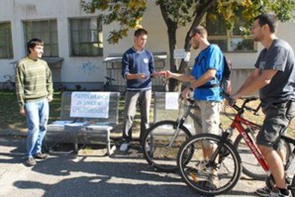 Petícia. Študenti vyzbierali vlani stovky podpisov.