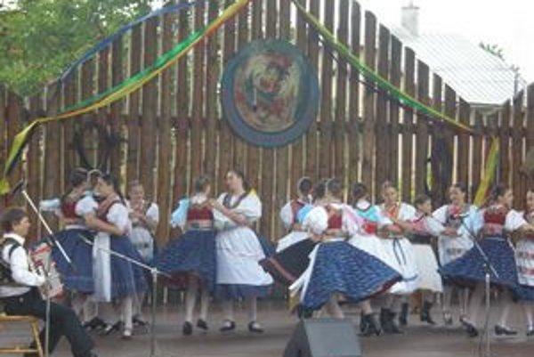 Folklórny ošiaľ. V nedeľu ho rozpútajú Abovské folklórne slávnosti.