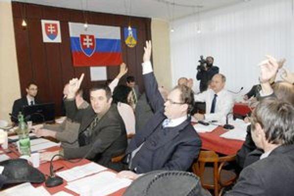 Hlasovanie poslancov. Rozpočet podporilia drvivá väčšina.