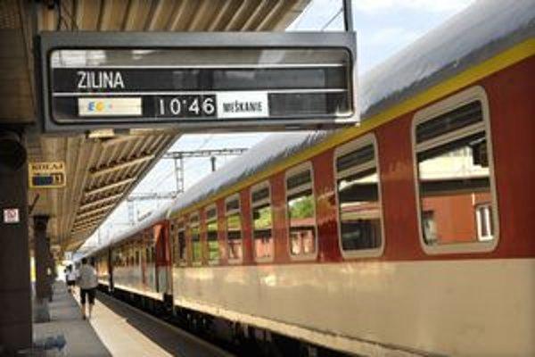 Košice - EC 120 Košičan s odchodom o 10.46 hod. do Prahy bol včera takmer prázdny, skončil v Žiline.