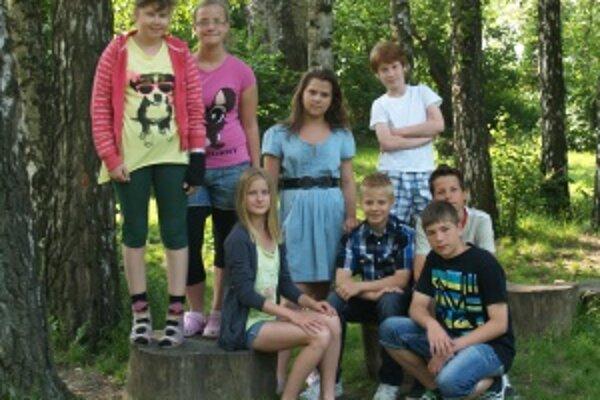 Zľava: Svetlanka (10), Emka (10), Zuzka (13), Saška (12), Maxim (11), Samko (10), Michal (13), Lukáš (12)
