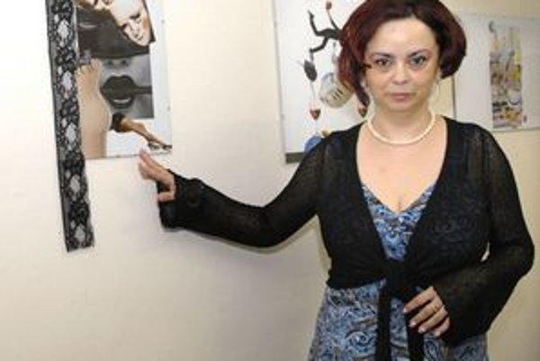 Psychiatrička Miriam Adamíková. Stres z práce ventiluje tvorbou koláží.
