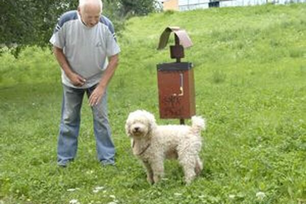 Zeleň. Po novom je to oficiálne venčovisko, navštevuje ho aj pudlík Alan.