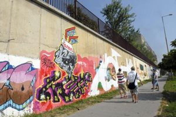 Kamaráti od spreja. Grafiti robia spoločnými silami.