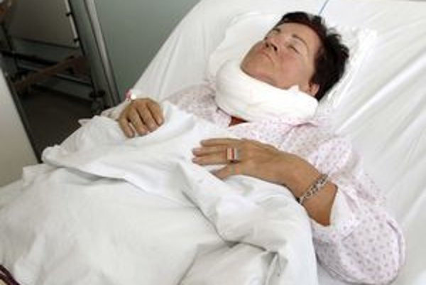 Prvé dni hospitalizácie nosila na krku korzet.