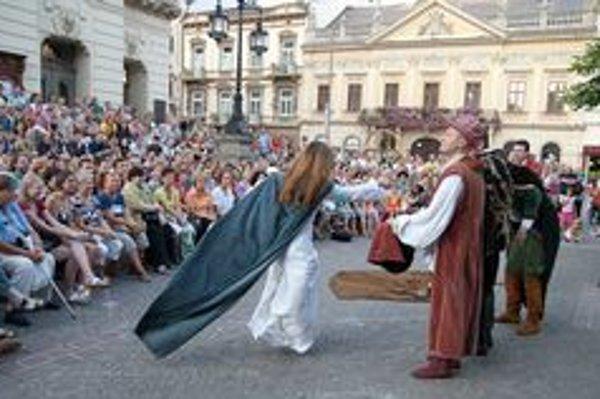 """""""Hamlet, alebo nález lebky"""" v podaní Túlavého divadla z Trnavy."""