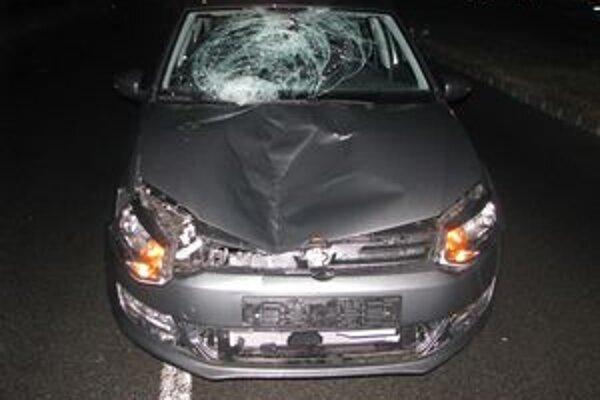 Po nehode v Barci. Náraz bol taký silný, že rozbil čelné sklo volkswagenu.