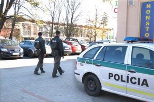 """""""Modrá-24"""". Slovenským policajtom pomáhali aj maďarskí a českí kolegovia."""