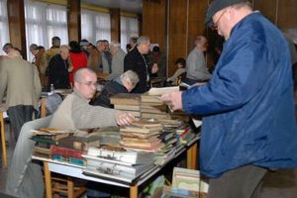 Na Jedlíkovej boli predajné pulty boli už aj na prízemí.