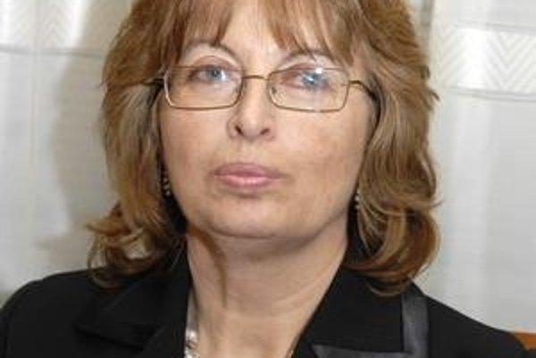 Ľubica Froncová. Či je kontrolórkou ona alebo E. Klimeková má určiť analýza právnikov.