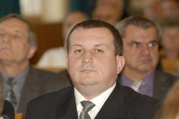 Marek Korpa (ex-ANO, Most) tvrdí, že keď odmeny nevráti, svedomie ho hrýzť nebude, lebo poslaneckou prácou, hoci už bez mandátu, si ich zaslúžil.
