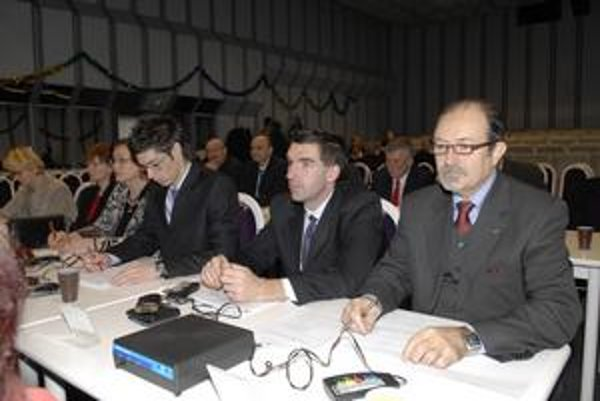 Poslanci MČ Košice-Juh. Rozhodovali o novom konateľovi. Politicky, bez vedomostí o stave vo firme.